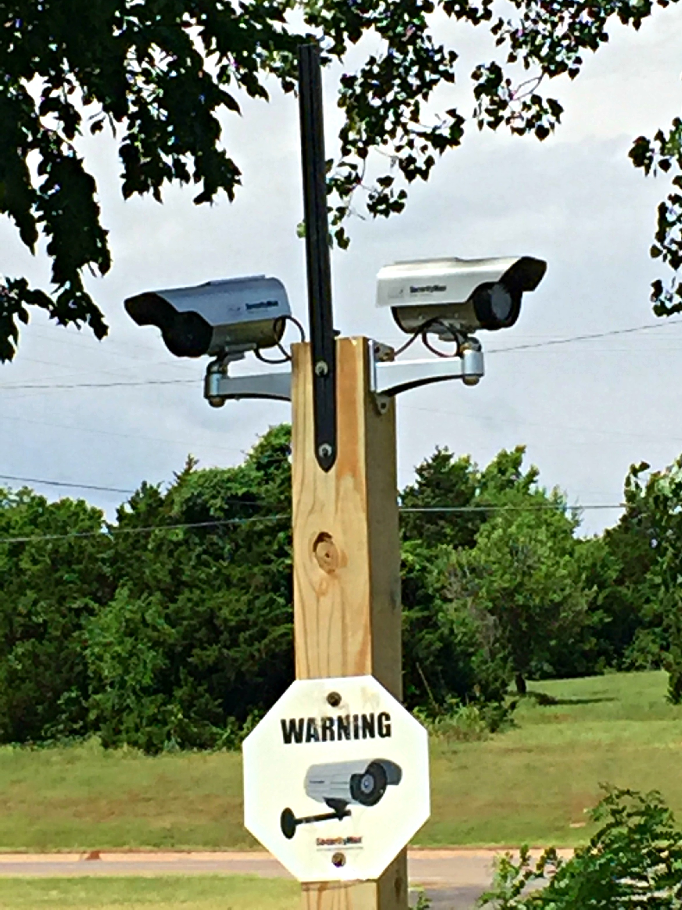 Dummy cam install done right heres a closeup of the cameras a 35 each dummy from securitymaninc the fake antenna looked like an old hacksaw blade keyboard keysfo Images